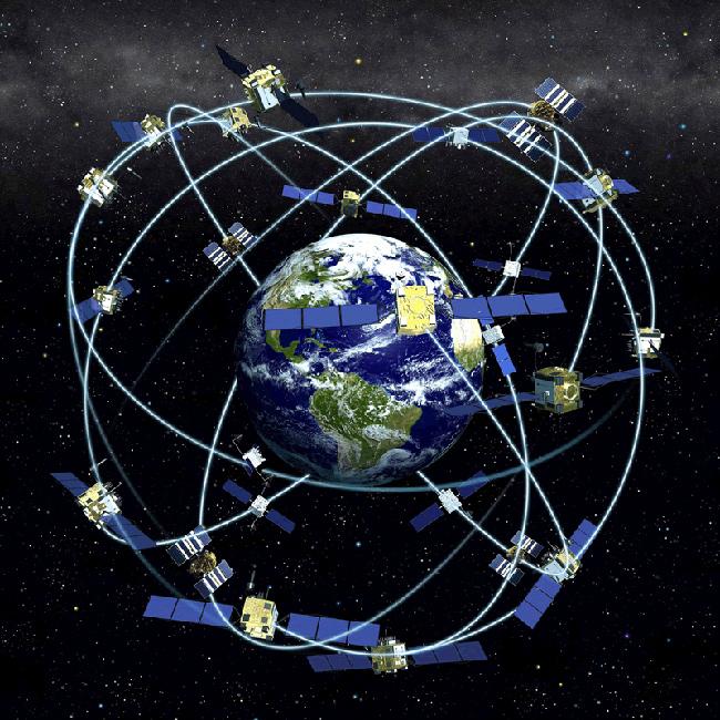Kuva Wikimedia: GPS-satelliitit kiertoradoillaan.